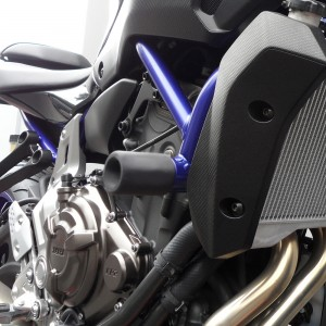 yamaha-fz07-14-16-no-cut-frame-sliders-black-2